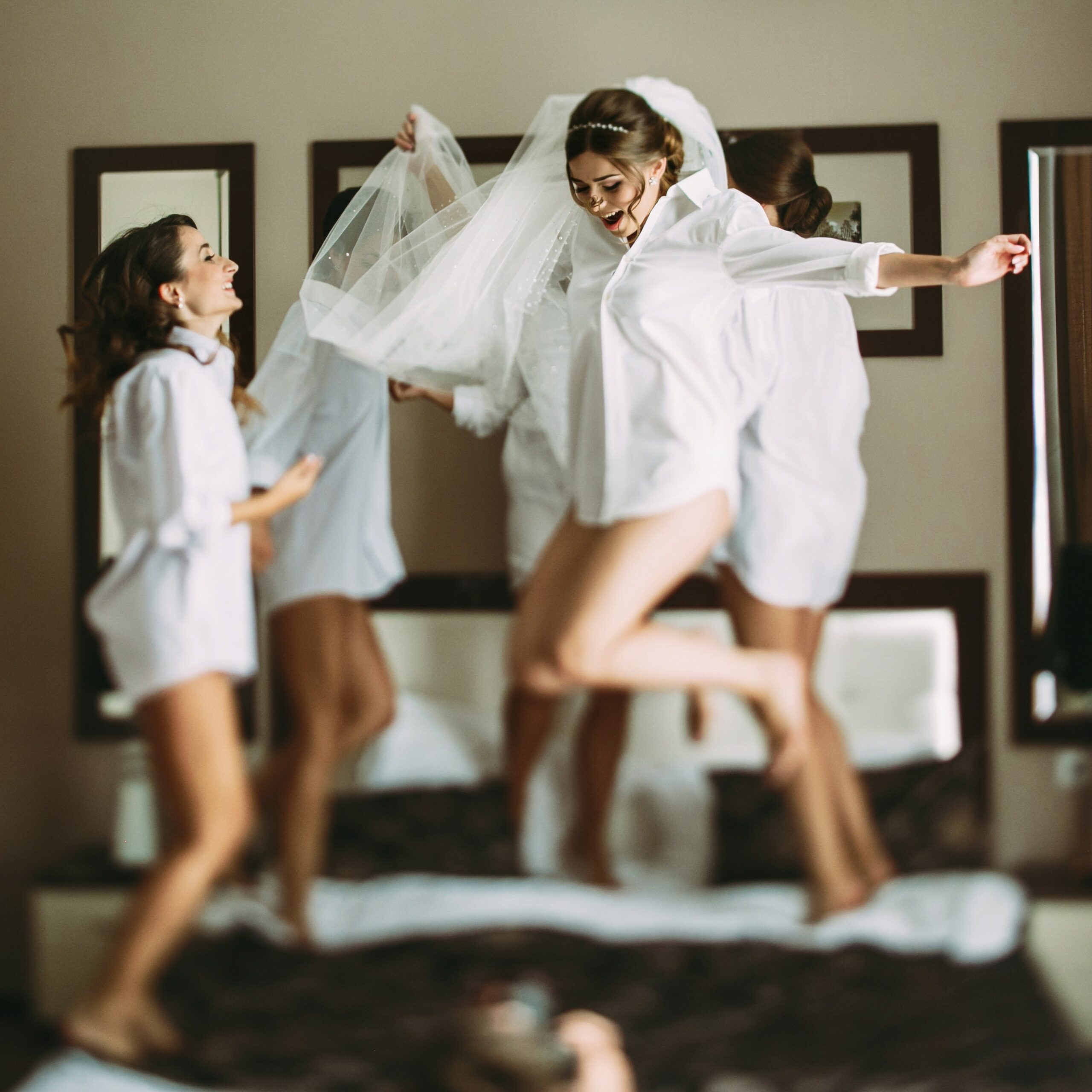 Girls,Are,Going,Crazy,Before,Wedding